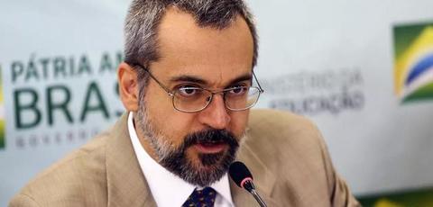Deputados federais apresentam no STF pedido de impeachment do ministro Weintraub
