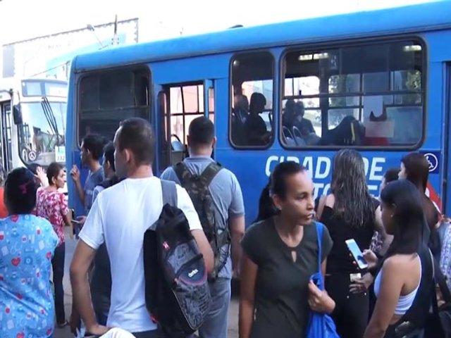 Quem depende de ônibus para chegar ao Campus da UNIR tem que ter paciência