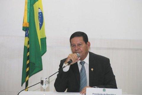 Governador apresenta propostas de ações de proteção e desenvolvimento da Amazônia ao presidente em exercício, general Mourão