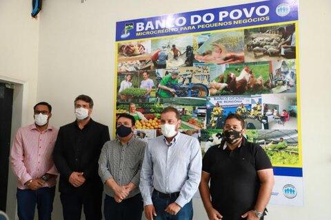 Prefeito Hildon Cahves naugura posto do Banco  do Povo no Prédio da Prefeitura