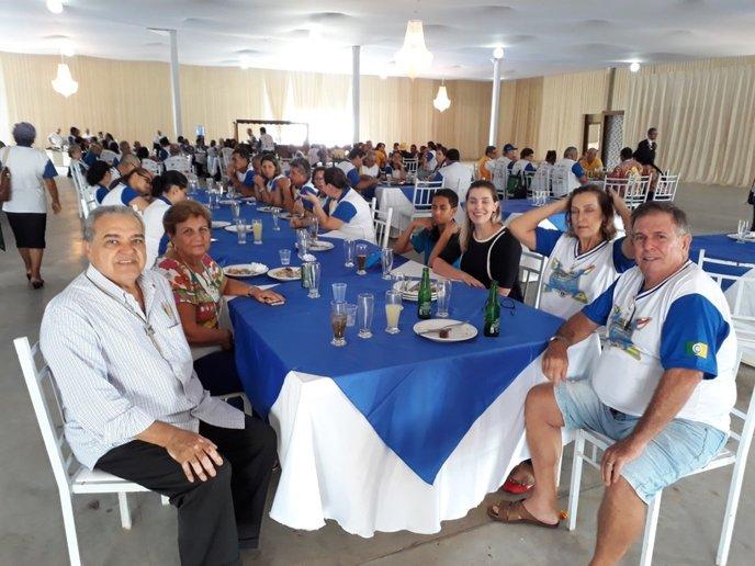 Parte da comitiva do Amazonas: À esquerda, Feliciano Mêne (camisa branca), a mais forte  liderança leonística na Região, ao lado da esposa, Vitória Mêne.