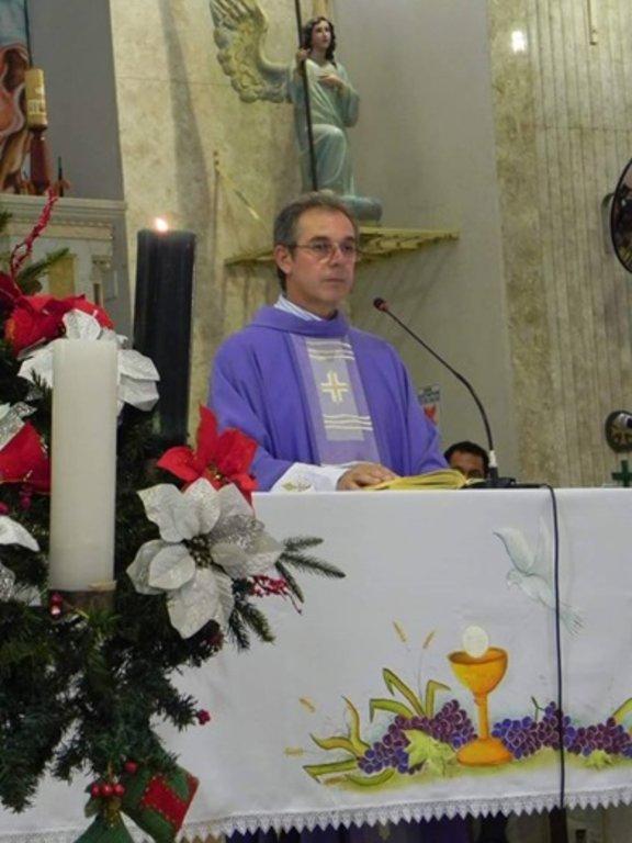Padre Antônio Fontenele é cearense, nascido na cidade de Camocim, na região Norte do Ceará. É pároco da Catedral do Sagrado Coração de Jesus. - Gente de Opinião
