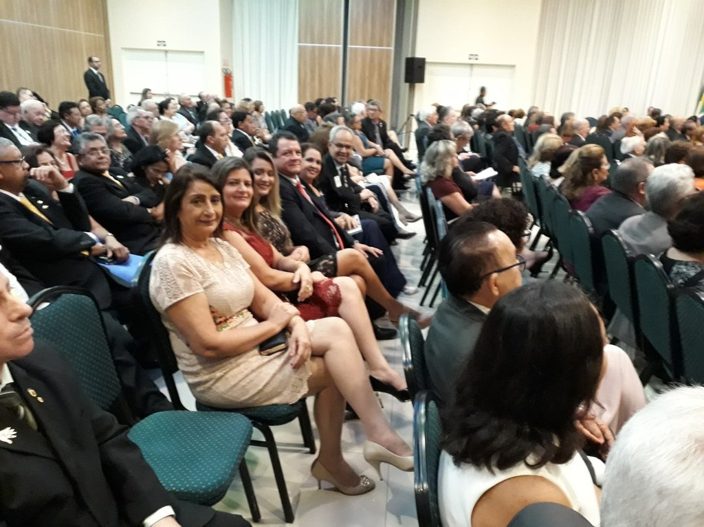 Parte da representação de Rondônia: Rony (futuro governador do Distrito LA-1), com a filha Cristiane,  com a esposa  Zenith e Penha Pinheiro. - Gente de Opinião