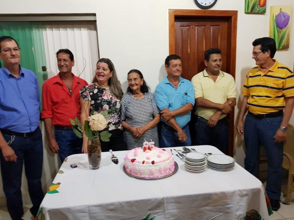 Com Dona Bebé, os filhos Paulo, Francisco; a única filha Zenith, Ademir, João e Pedro.     - Gente de Opinião