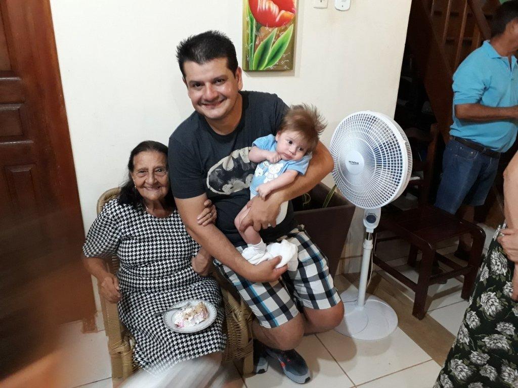 Com primeiro neto André Luiz e o primeiro bisneto Benjamim. - Gente de Opinião