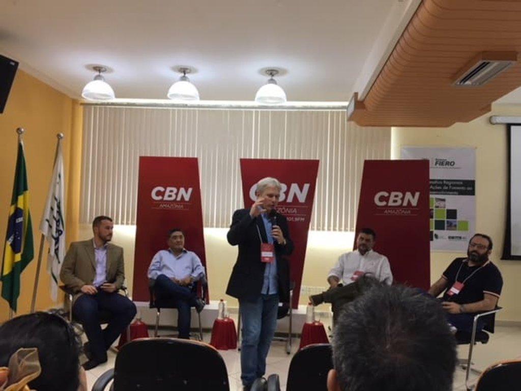 Camata foi o mediador do talk show (Foto JCarlos) - Gente de Opinião