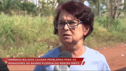 Moradores do bairro Flodoaldo Pontes Pinto reclamam do perigo dos terrenos baldios (VÍDEO)