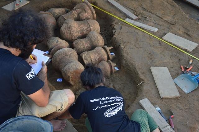 Amazônia antiga: Urnas funerárias com cerca de 500 anos são transportadas para Santarém (PA), onde serão feitas análises dos ossos - Gente de Opinião