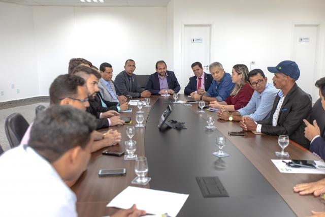 Laerte Gomes recebe comitiva de Ji-Paraná para discutir recurso do PAC que garante saneamento básico do município - Gente de Opinião