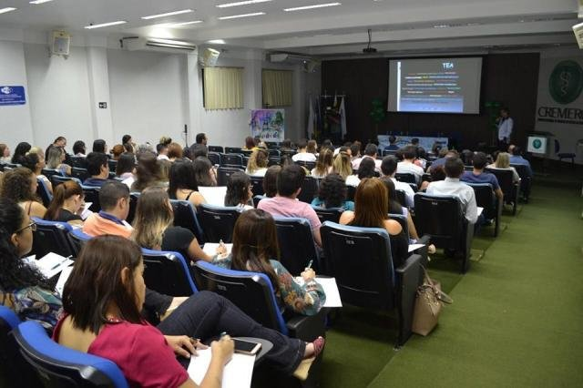 Auditório lotado no I Seminário da AMB-RO em pediatria - Gente de Opinião