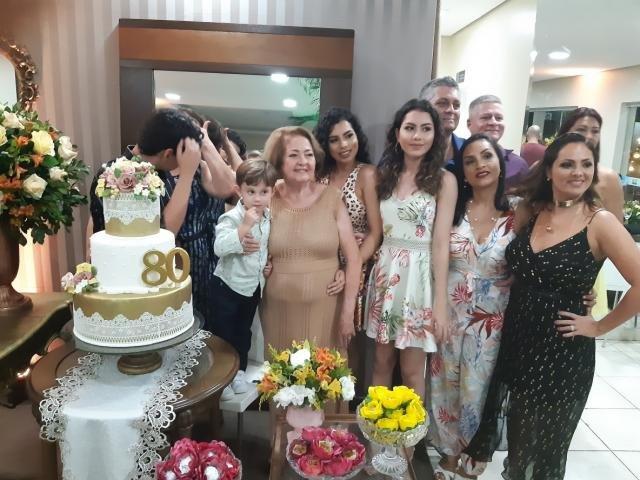 Yedda com sua bonita família -  - Gente de Opinião