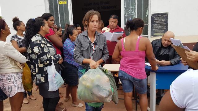 Rolim de Moura – Mais de 1.000 famílias carentes já receberam gratuitamente frutas, verduras e legumes  - Gente de Opinião