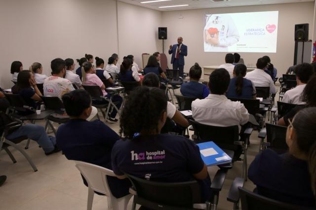 Palestra de membro do TCE-RO a gestores e funcionários do Hospital de Amor tem como tema liderança estratégica  - Gente de Opinião