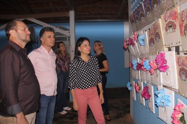Mulheres concluem curso de pintura em quadros pelo programa Brincando de Roda - Gente de Opinião