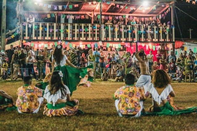 O distrito recebe turistas de várias nacionalidades para prestigiar a festa - Gente de Opinião
