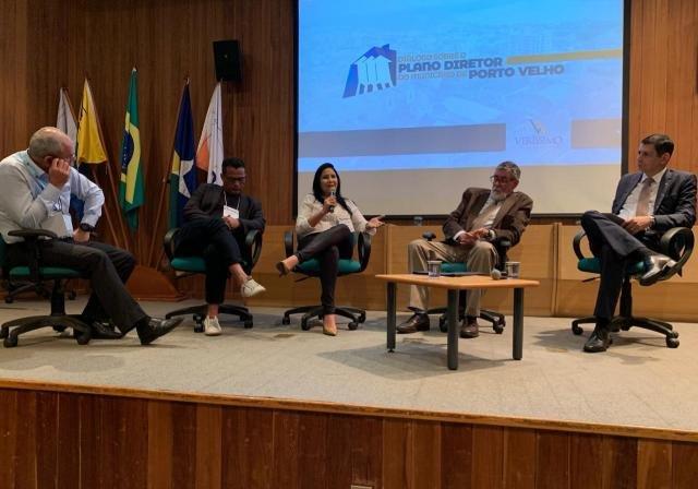 Cristiane Lopes participa de evento que discute Plano Diretor Municipal - Gente de Opinião