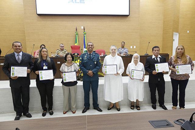 Sessão Solene homenageia profissionais do Santa Marcelina, bombeiros e policiais militares - Gente de Opinião