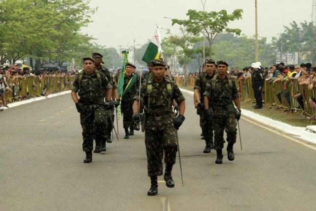 Militares e estudantes  desfilam no 7 de Setembro + Professores de história se habilitam  para o concurso Redação Turismo  - Gente de Opinião