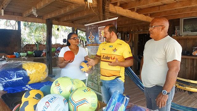 Programa Renascer Pelo Esporte beneficia Vila de Samuel com materiais esportivos e de lazer - Gente de Opinião