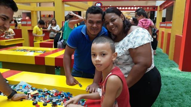 A mãe Carla Limoeiro com o filho Marcos Vinícius - Gente de Opinião