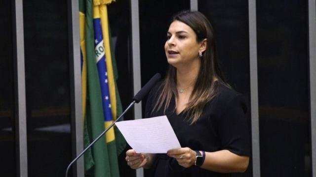Ao propor auditoria, Mariana Carvalho afirma que companhia de energia não arcou com compromissos e impôs reajuste abusivo à população. - Gente de Opinião