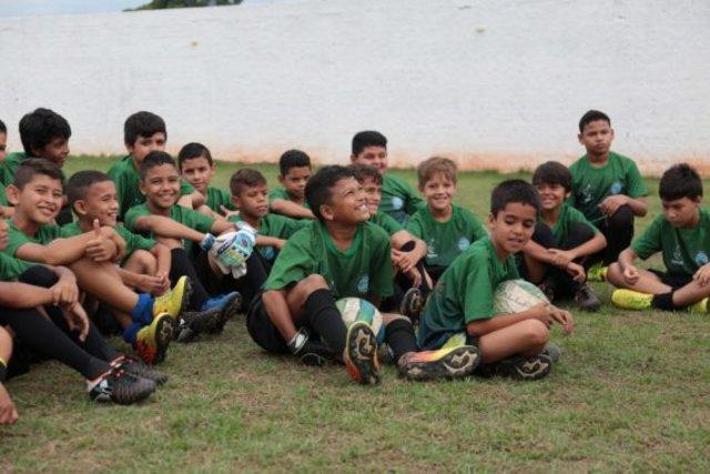 projeto acolhe crianças com necessidades especiais e trabalha a inclusão no meio social - Gente de Opinião