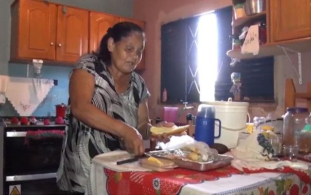 Costureira descobre o paradeiro da família ao pedir ajuda durante os programas da SIC TV - Gente de Opinião