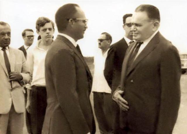 Boné. Jairo Saraiva (centro) e Gen. Castelo Branco (direita) - Gente de Opinião