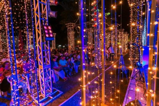 A decoração na Praça Presidente Vargas permanecerá até 12 de janeiro - Gente de Opinião