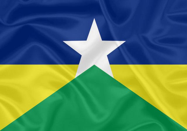 No mastro, a flâmula com as cores que representam o estado de Rondônia - Gente de Opinião
