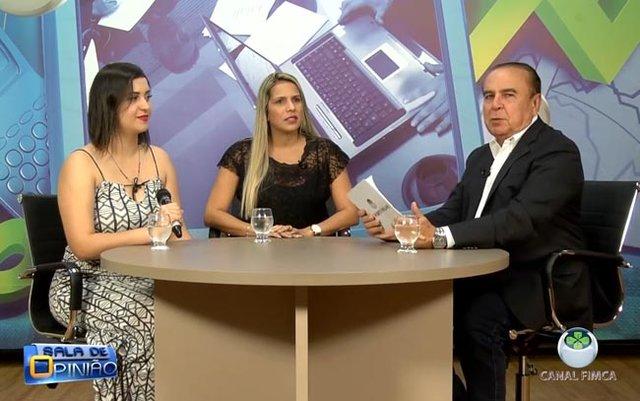 Dr. Aparício conversa com a Coordenadora do curso de Estética e Cosmética, professora Carla Resende, e com Tamara Gomes, fisioterapeuta.  - Gente de Opinião