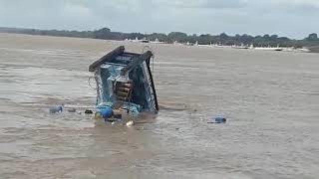 Um rebocador afunda no Rio Madeira com os tripulantes não há notícia de sobreviventes. Veja os vídeos - Gente de Opinião