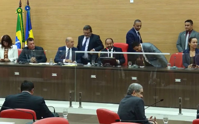 Deputados apreciam três projetos do executivo estadual - Gente de Opinião
