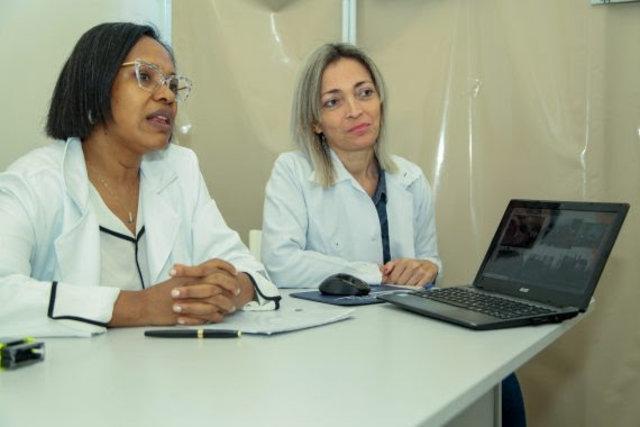 Médica Rita de Cássia e a voluntária Rose Brito, da Agevisa - Gente de Opinião