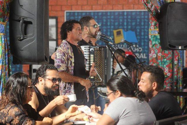 """Cafe-Nordestino-Foto-Marcelo-Gladson No domingo o Trio Forrozada vai levantar a """"poeira"""" do Mercado Cultural. - Gente de Opinião"""