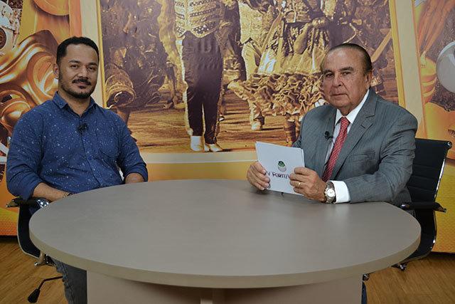 Dr. Aparício Carvalho conversa com o coordenador do curso de Fisioterapia da FIMCA, professor Reinaldo dos Anjos. - Gente de Opinião