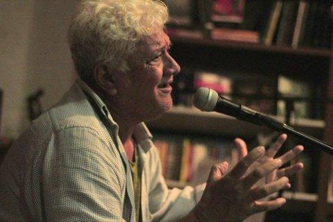 Mado apresenta a poesia do poeta Dadá no Mercado Cultural