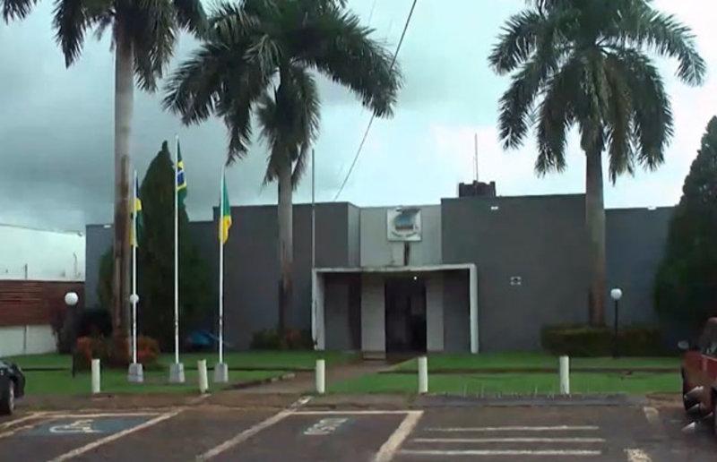 Vereadores questionam altos salários pagos ao prefeito de Rolim de Moura