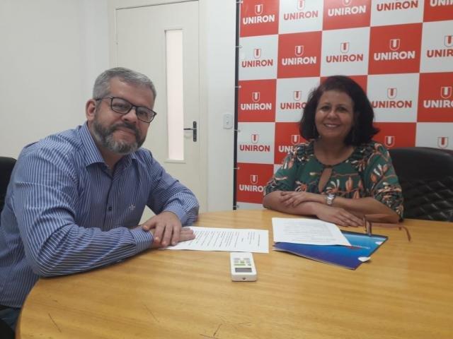 jornalista Mara com o diretor geral da Uniron, ALexandre Porto  - Gente de Opinião