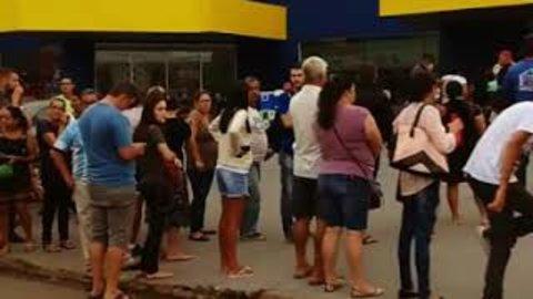 População de Ji-Paraná se aglomera e faz fila por álcool em gel