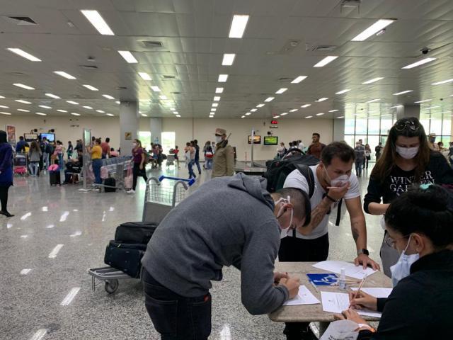 A ação é realizada no momento de desembarque de todos os voos no aeroporto Jorge Teixeira - Gente de Opinião