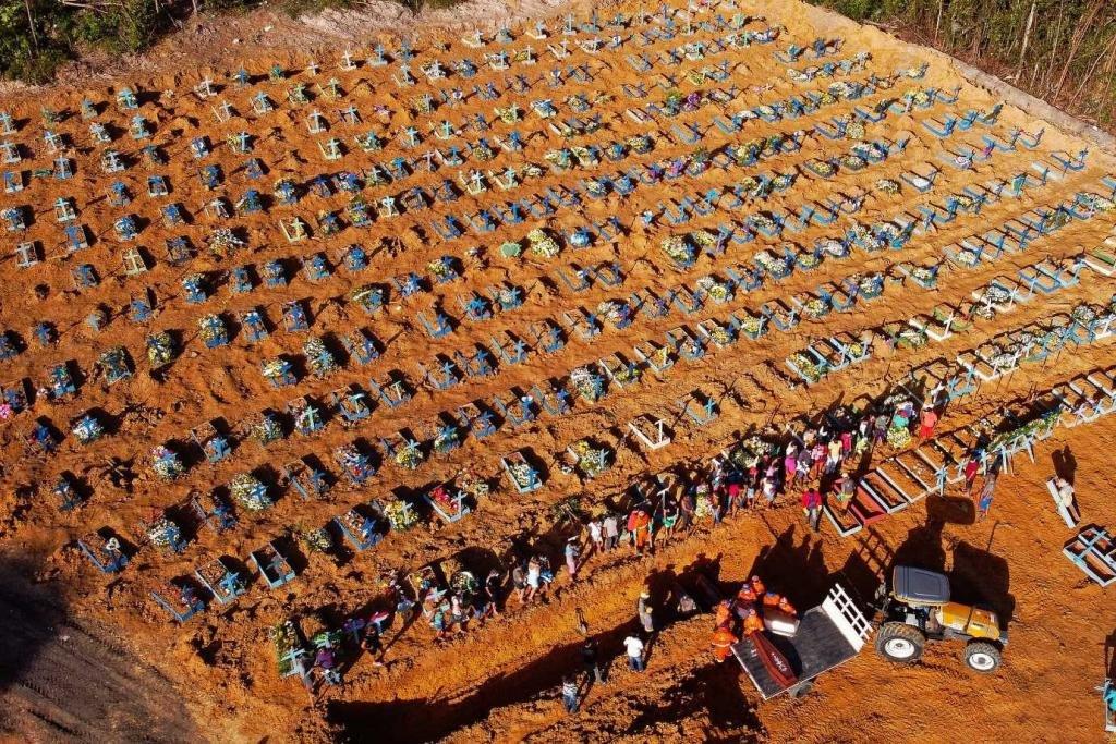 Vítimas do novo Coronavírus estão sendo sepultados, em Manaus-AM, em valas. - Gente de Opinião