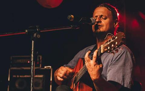 Lenha na Fogueira + Conexão Rondônia apresenta nesta sexta feira  a artista Rita Queiroz e o músico Marcos Biesek