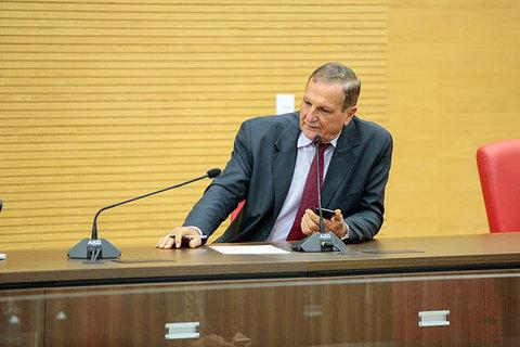 Adelino Follador volta à cobrar da Seduc a distribuição da merenda escolar para as famílias