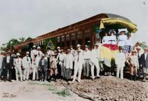 Na inauguração da EFMM a bandeira do Brasil está na lateral da composição, no meio. A norteamericana, bem na frente (à direita) - Gente de Opinião