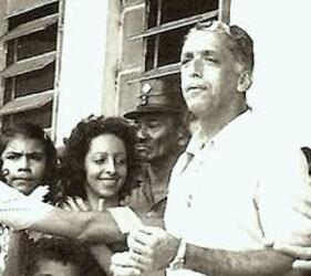 "Governador Humberto Guedes (1975/79) aí contando votos de moradores da ""velha"" Ariquemes sobre a proposta de abrir a nova cidade de Ariquemes - Gente de Opinião"
