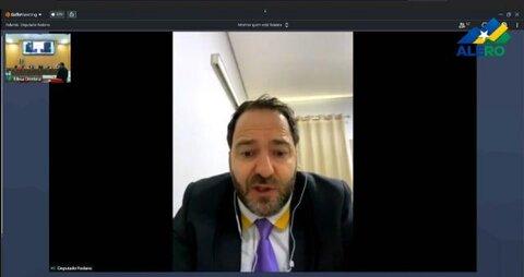 Alex Redano pede legalização de diplomas para médicos formados fora do país