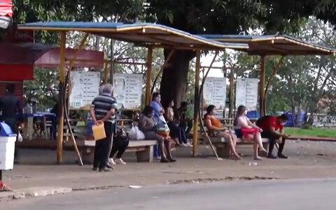 Trabalhadores, sem salários, param transporte coletivo de Porto Velho e o serviço de mototáxi volta a circular com prevenções