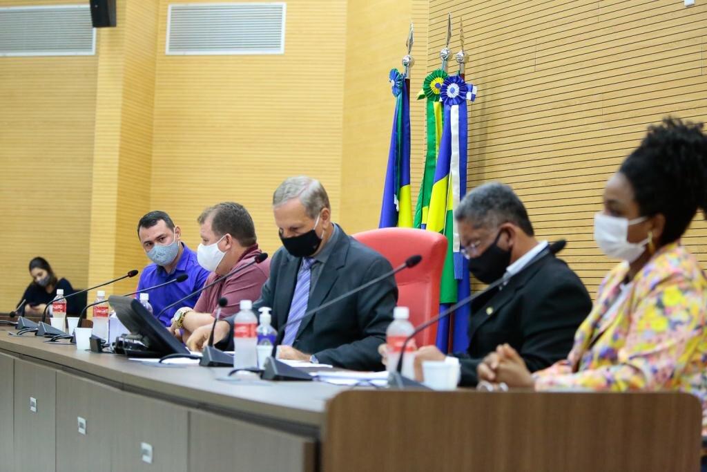 Em reunião convocada por Adelino Follador, Secretário de Educação afirma que professores receberão piso salarial retroativo - Gente de Opinião