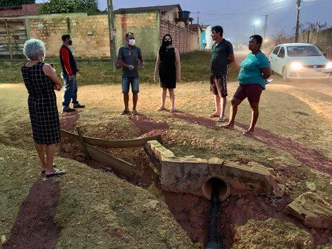 Descaso e abandono levam vereadora Cristiane Lopes a ouvir mais uma vez o clamor dos moradores do Bairro Castanheiras